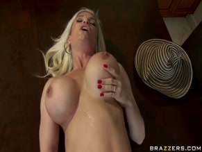 DIAMOND FOXXX NUDE/SEXY SCENE IN MILFS SURE ARE TRICKY
