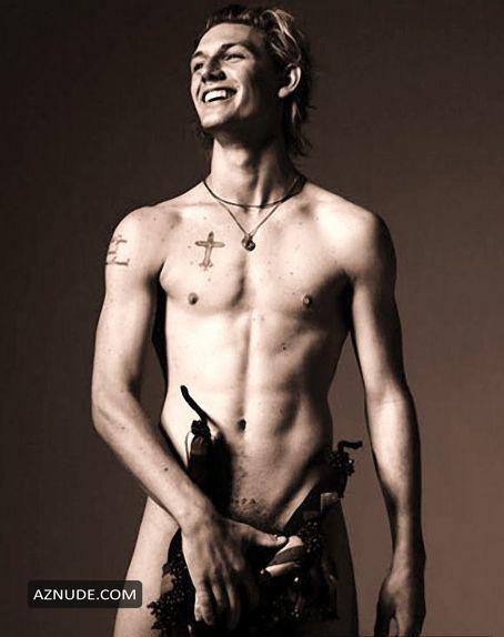 naked Alex pettyfer