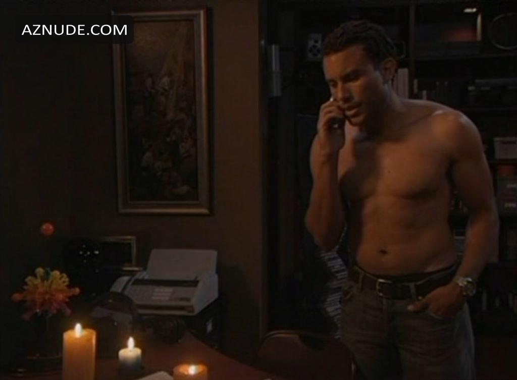 Finest Elliot Reed Nude Scenes