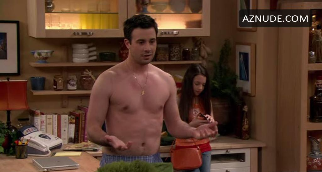 Has ariana grande ever been nude