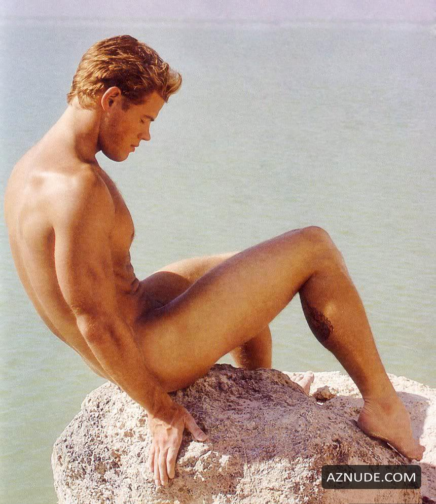 Attractive James Macarthur Nude Pics