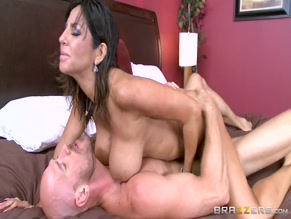 TARA HOLIDAY NUDE/SEXY SCENE IN OVERNIGHT WITH STEPMOM: PART TWO