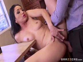 VICKI CHASE NUDE/SEXY SCENE IN THE PERFECT HOSTESS